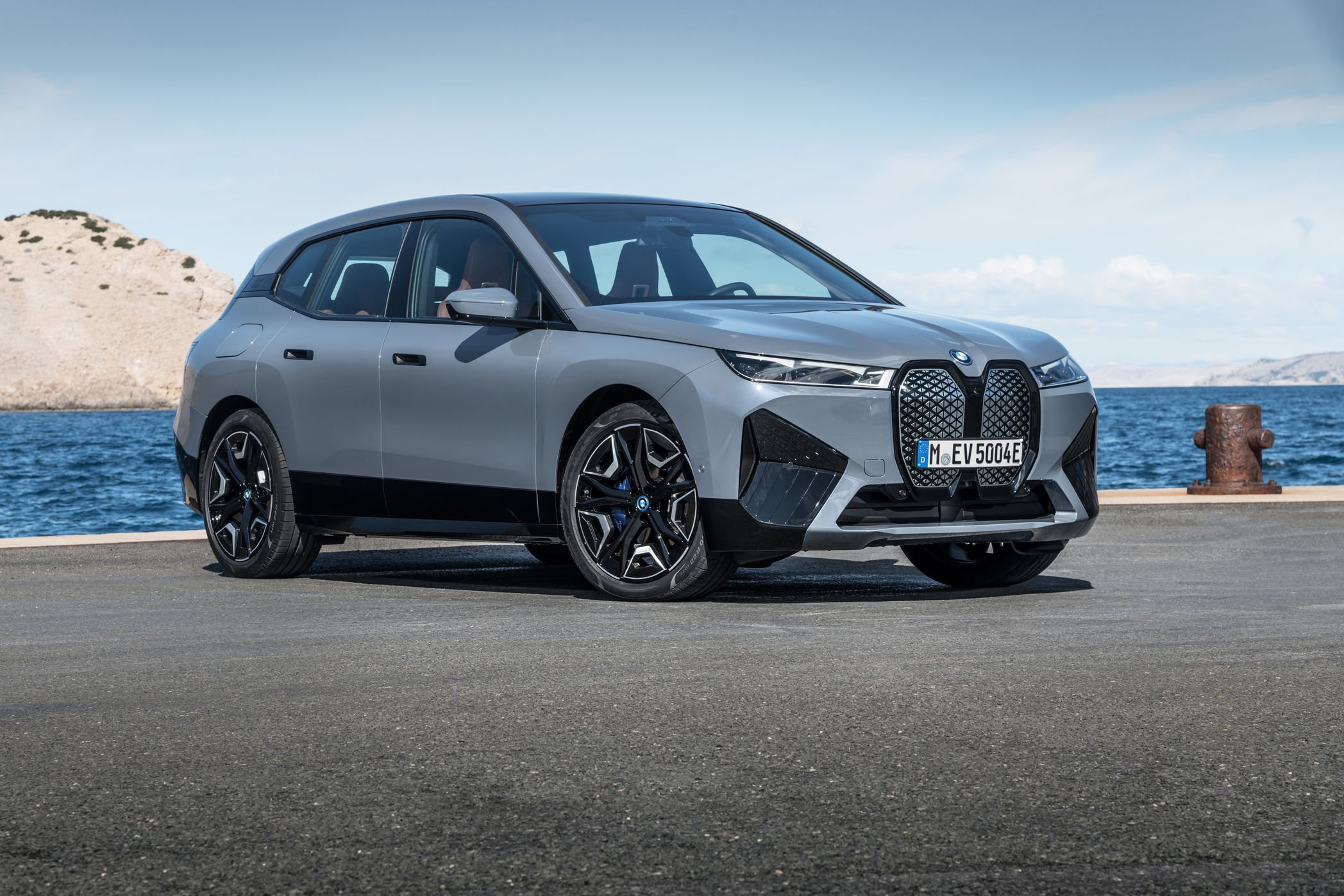 BMW takes another step on BEV mission with iX, i4 | Automotive News